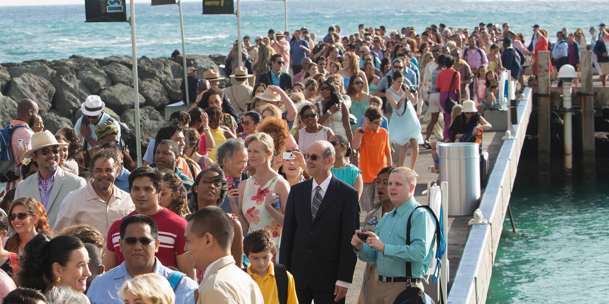 Isla Nublar website not working? Visitors-departing-ferry