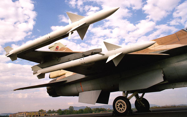 نبذه مختصره عن F-16I Sufa الصهيونيه  F-16_derby_3