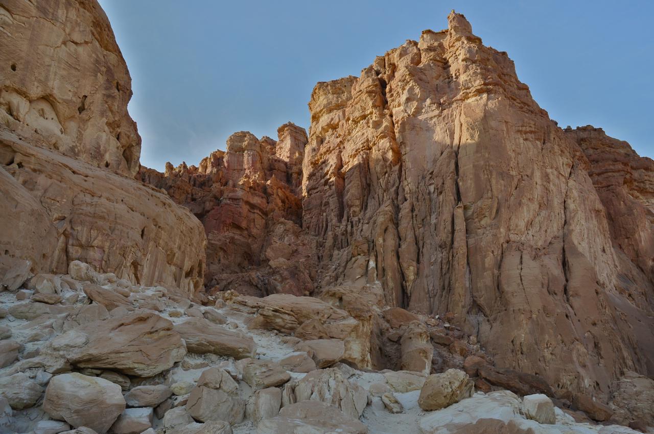 Izrael - Page 4 Timna-cliffs