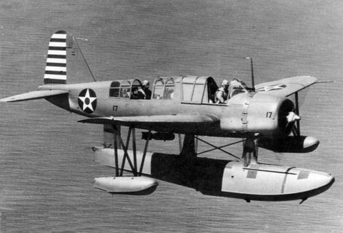 Connaissez vous ce specimen Floatplane-OS2U-2_Kingfisher_in_flight_1942_m