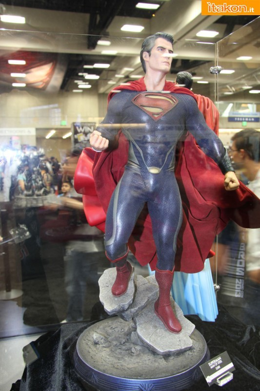 MAN OF STEEL SUPERMAN PREMIUM FORMAT FIGURE - Page 2 SDCC2013-sideshow-premium-format-40-533x800