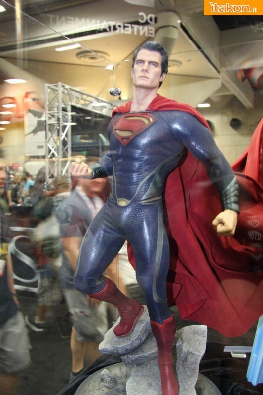 MAN OF STEEL SUPERMAN PREMIUM FORMAT FIGURE - Page 2 SDCC2013-sideshow-premium-format-41-533x800