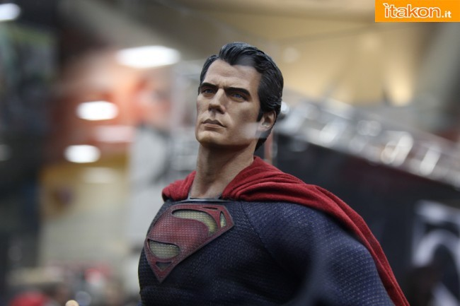 MAN OF STEEL SUPERMAN PREMIUM FORMAT FIGURE - Page 2 SDCC2013-sideshow-premium-format-44-650x433