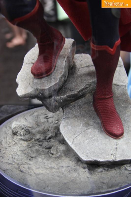 MAN OF STEEL SUPERMAN PREMIUM FORMAT FIGURE - Page 2 SDCC2013-sideshow-premium-format-82-533x800