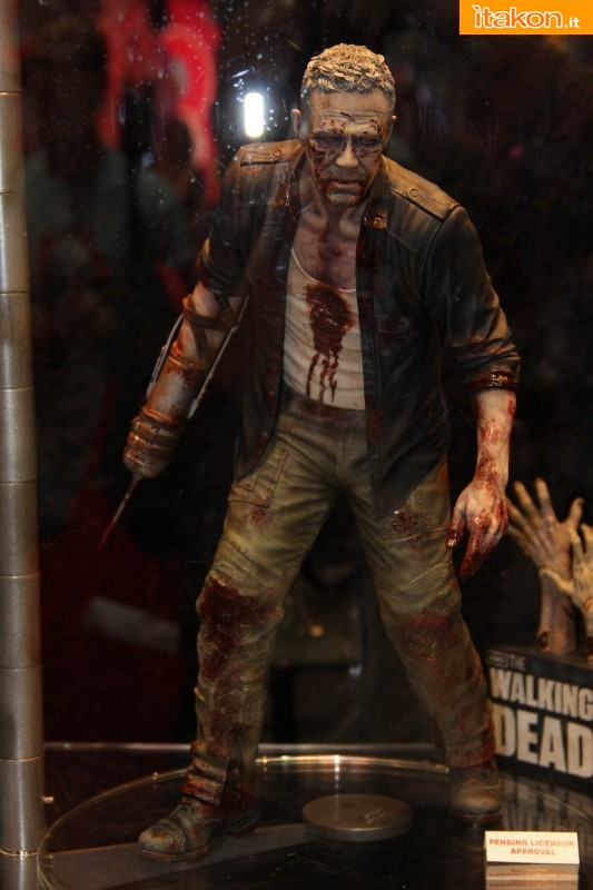 [Gentle Giant] The Walking Dead – Merle Dixon Walker 1/4 statue  Merle-Dixon-Walker-14-statue-di-Gentle-Giant-1