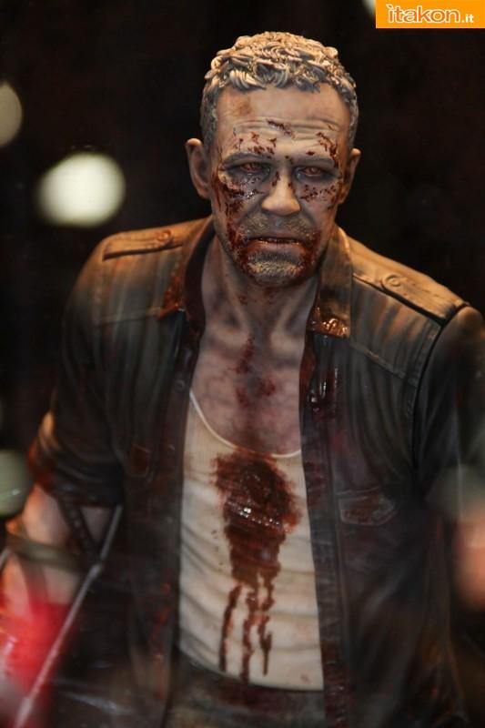 [Gentle Giant] The Walking Dead – Merle Dixon Walker 1/4 statue  Merle-Dixon-Walker-14-statue-di-Gentle-Giant-2