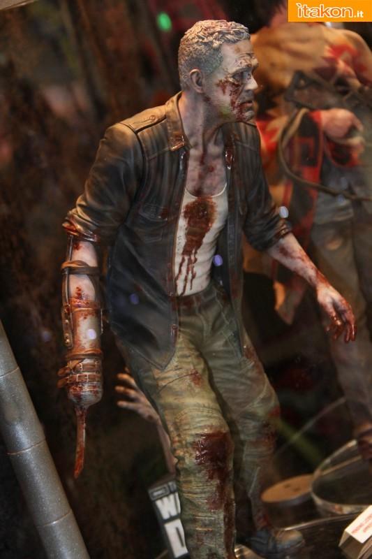 [Gentle Giant] The Walking Dead – Merle Dixon Walker 1/4 statue  Merle-Dixon-Walker-14-statue-di-Gentle-Giant-4