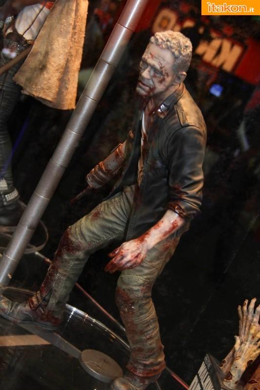 [Gentle Giant] The Walking Dead – Merle Dixon Walker 1/4 statue  Merle-Dixon-Walker-14-statue-di-Gentle-Giant-5