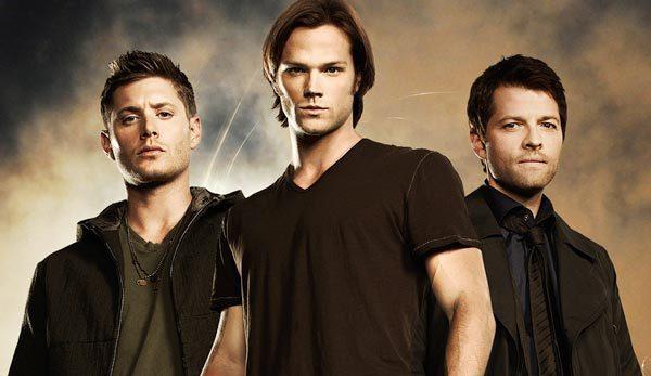 Supernatural Dean-sam-and-castiel-supernatural-adventures-in-the-world-of-darknes-16723254-600-347