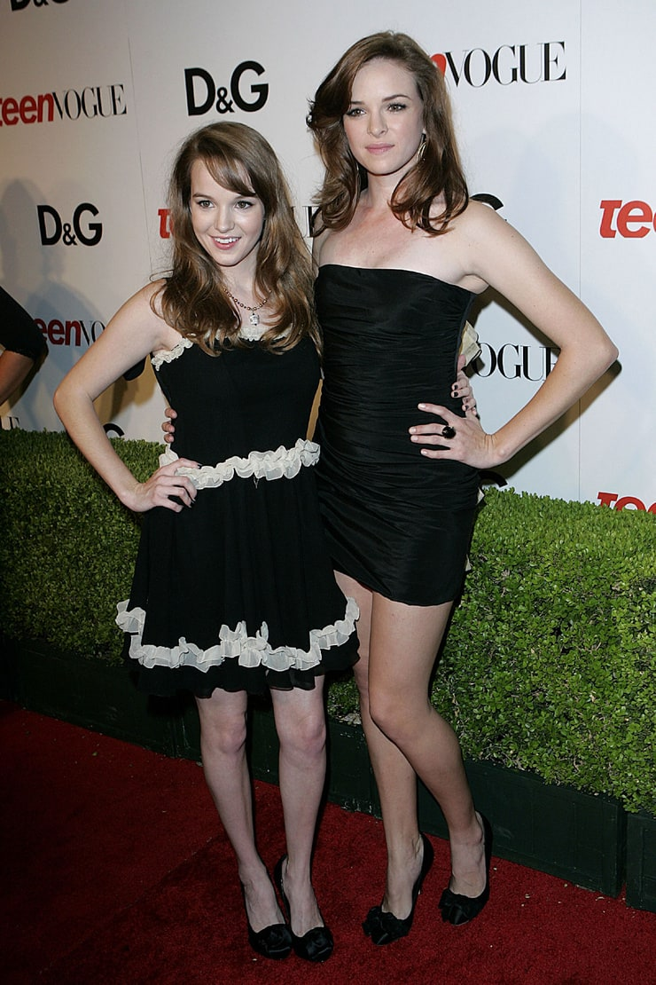 ¿Cuánto mide Danielle Panabaker? - Altura - Real height 740full-kay-panabaker