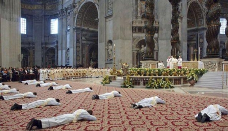 """Will the """"Abrahamic faiths"""" stay the way they are now? - Page 2 Prostrate-to-pope"""