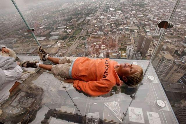 صور بلكونة شفافة في الدور 103لا يفووووتكم Sears_tower_balconies_02