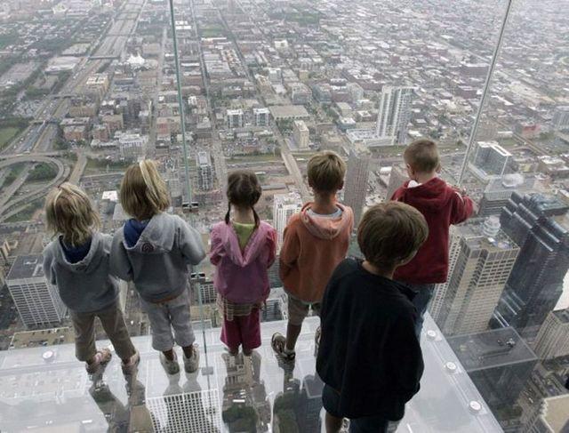 صور بلكونة شفافة في الدور 103لا يفووووتكم Sears_tower_balconies_03