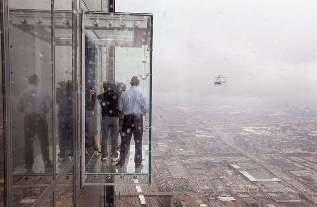صور بلكونة شفافة في الدور 103لا يفووووتكم Sears_tower_balconies_04