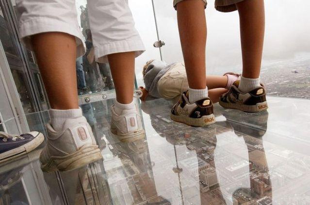 صور بلكونة شفافة في الدور 103لا يفووووتكم Sears_tower_balconies_07