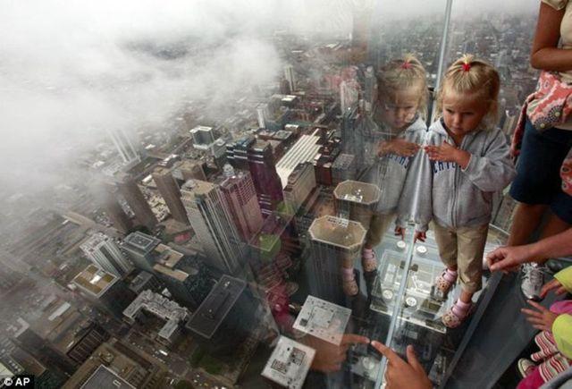 صور بلكونة شفافة في الدور 103لا يفووووتكم Sears_tower_balconies_08
