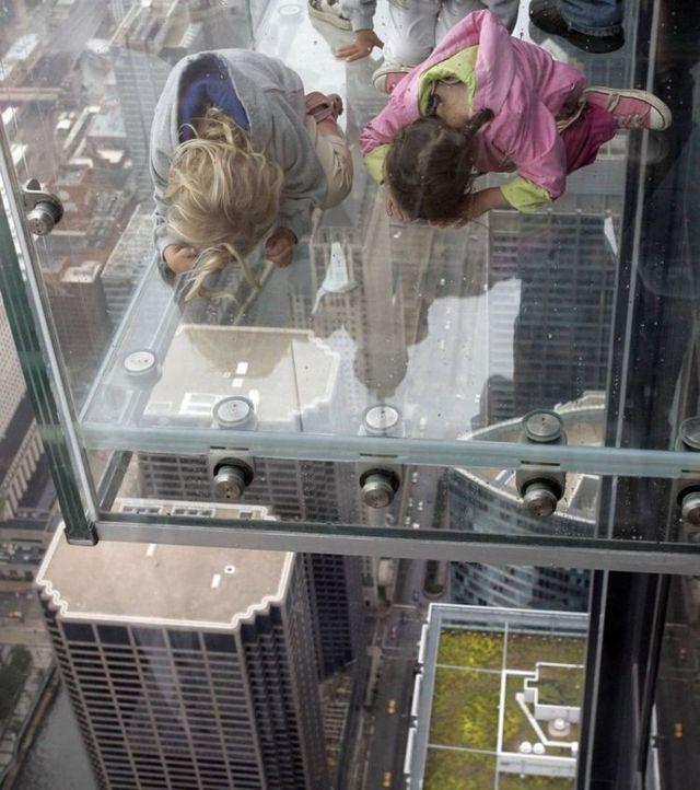 صور بلكونة شفافة في الدور 103لا يفووووتكم Sears_tower_balconies_10