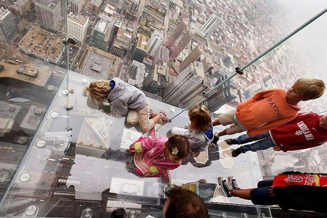 صور بلكونة شفافة في الدور 103لا يفووووتكم Sears_tower_balconies_12