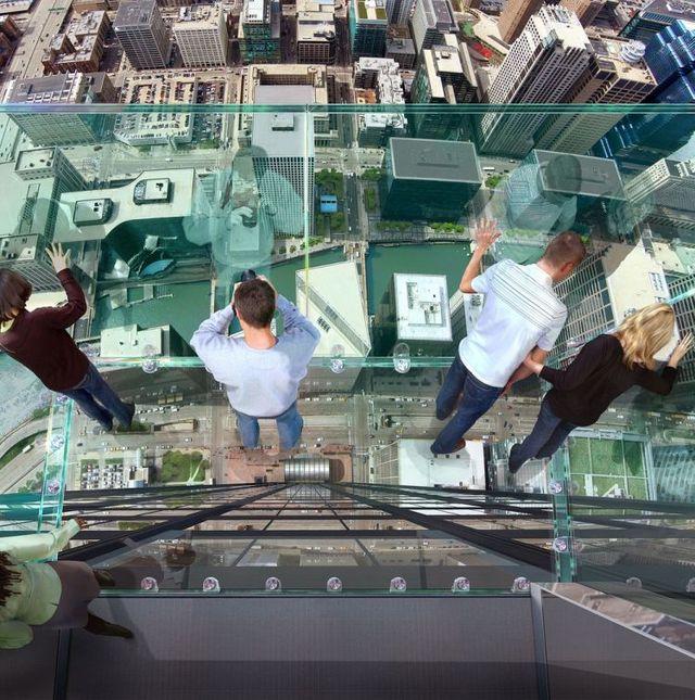 صور بلكونة شفافة في الدور 103لا يفووووتكم Sears_tower_balconies_22