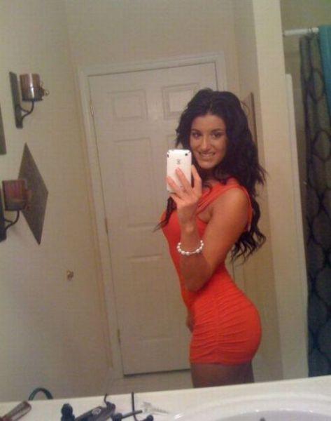 SUPER SEXY DENGAN BAJU KETAT. Oh_my_those_tight_dresses_640_28