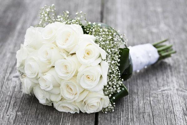 Fan des années 70/80 - Page 3 Photo-de-bouquet-de-roses-blanches
