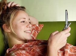 Seksting Jpeg_27578_komorka-telefon-dziewczyna-kobieta-sms-usmiech-kanapa-660.jpeg