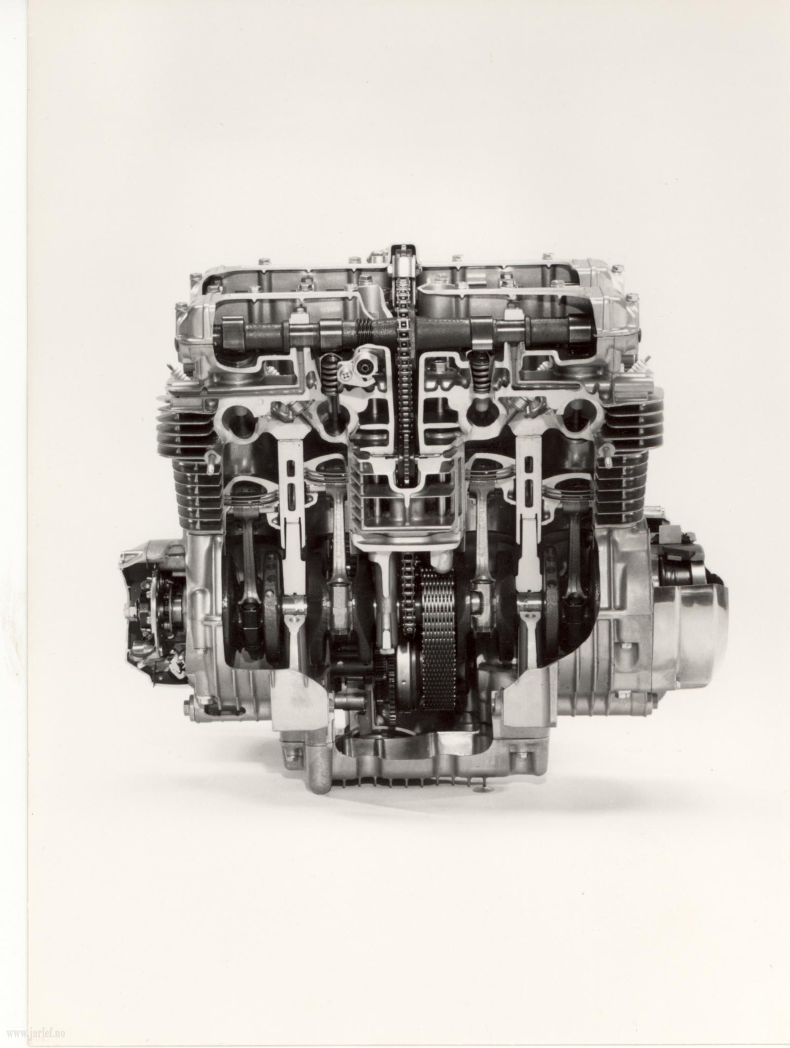 breve descripcion tipos de motores  CZ650cutawayEngine