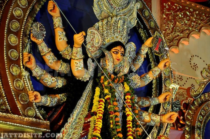 La Déesse Durgâ ! Beautiful-Statue-Of-Maa-Durga-