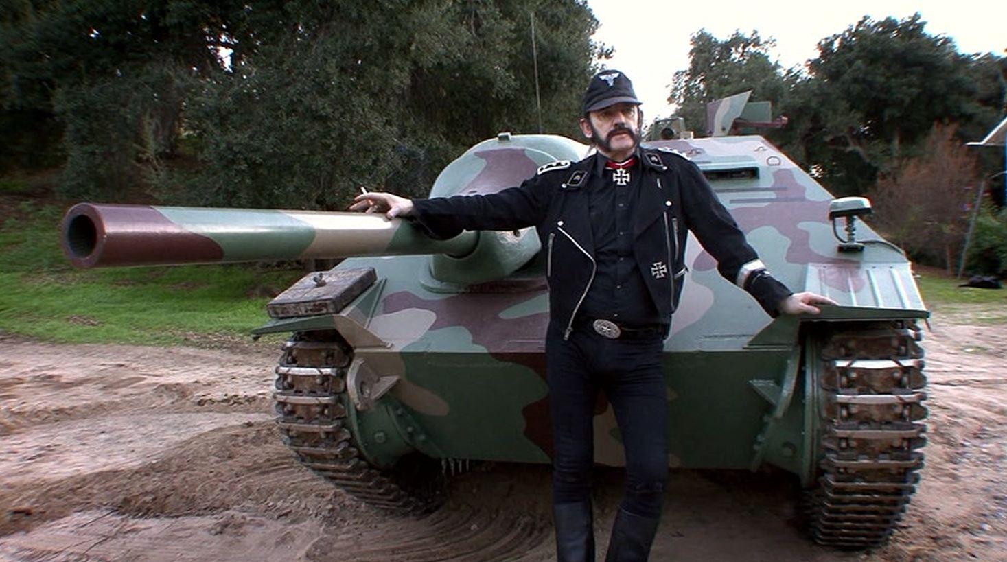 Lutte ouvrière - Page 11 Lemmy-tank-commander