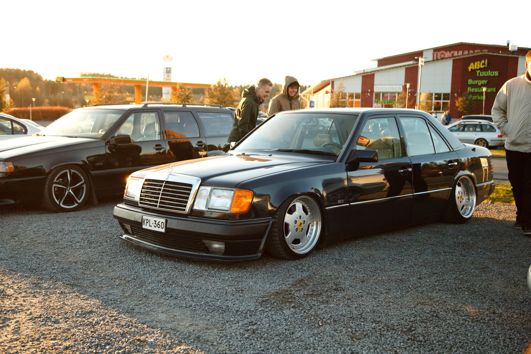 """sune: Mercedes-Benz W124 säkeillä """"Sininen"""" _full"""