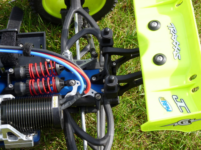 b-revo chassis alu et b-revo chassis carbone - Page 6 P1000102_resize