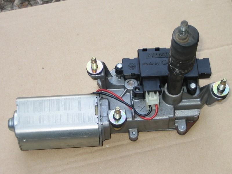 Problème de gicleur de lave glace arrière FIAT_Bravo_EV-AR_IMG_3148_moteur_12V-A563