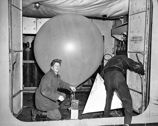 F910 L.t/z V. Billet - Page 7 Wxship_weather_balloon_a