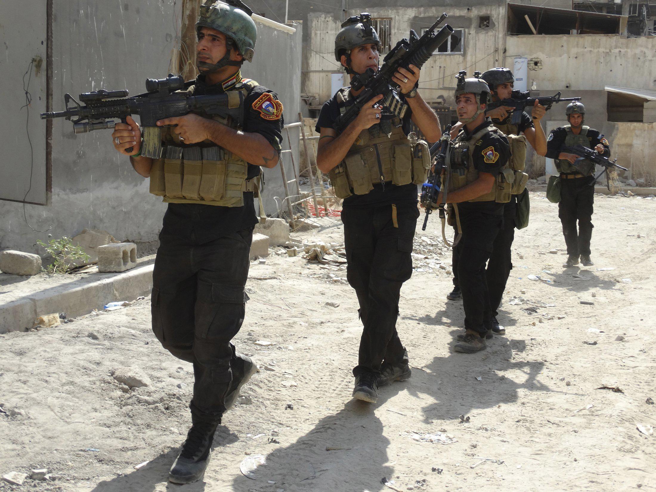 IRAQ - Fight on Islamic State: News #1 - Page 31 F-iraqperil-a-20140802