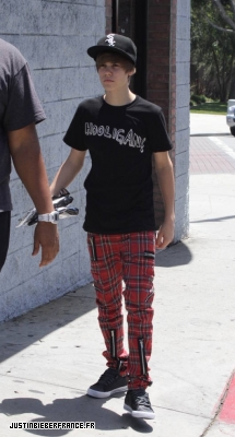 Justin fait du shopping Normal_American_Apparel_-_6_mai_-_JBFR_%282%29
