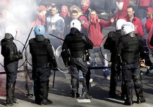 В Брюсселе полиция разогнала демонстрантов, пытавшихся прорваться на саммит ЕС 24