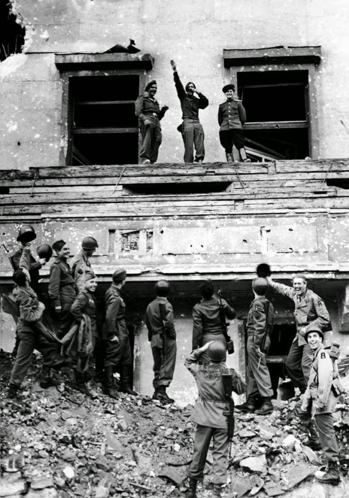 Fotografías de la Segunda Guerra Mundial y su historia 4D9