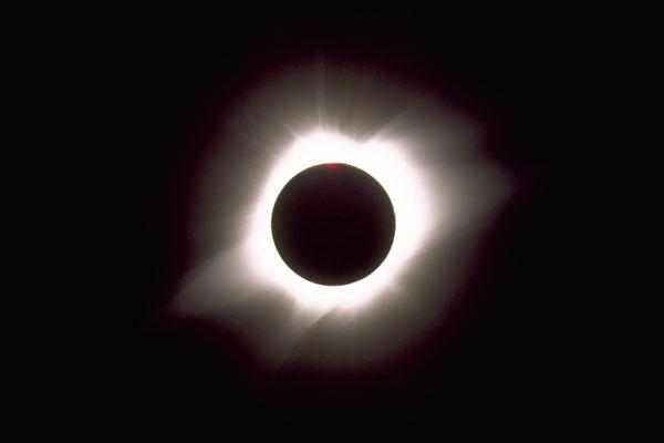 كسوف الشمس وخسوف القمر... آيات وأسرار Eclipse-long