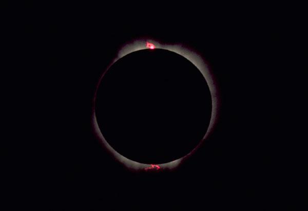 كسوف الشمس وخسوف القمر... آيات وأسرار Eclipse-short