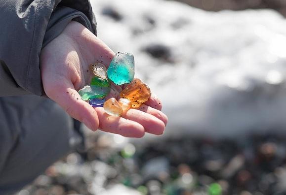 Hàng triệu mảnh thủy tinh bị vứt xuống biển, 10 năm sau điều không ai ngờ đến đã xảy ra Photo-7-1486459118834