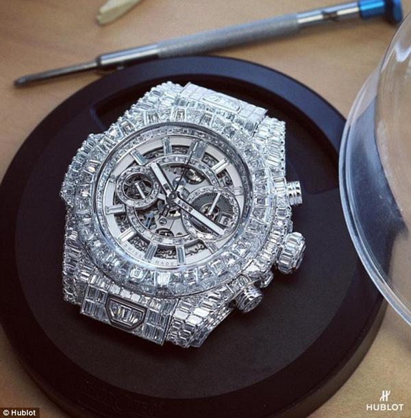 Tận mắt chứng kiến chiếc đồng hồ hơn 24 tỷ của Mayweather May3-1450236501616