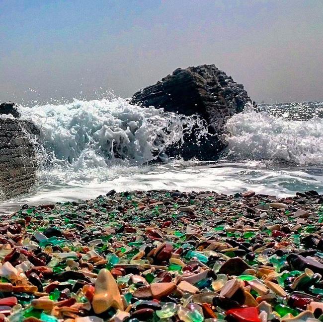 Hàng triệu mảnh thủy tinh bị vứt xuống biển, 10 năm sau điều không ai ngờ đến đã xảy ra Photo-1-1486459118813