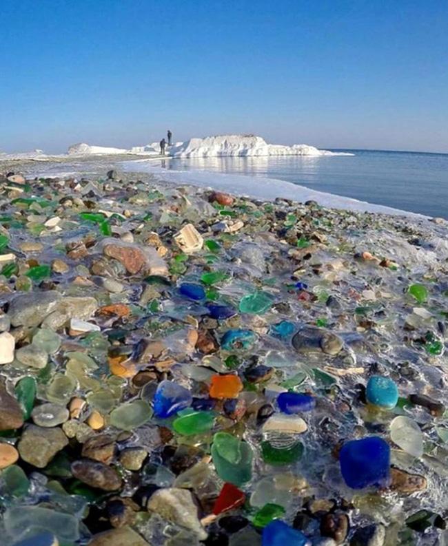 Hàng triệu mảnh thủy tinh bị vứt xuống biển, 10 năm sau điều không ai ngờ đến đã xảy ra Photo-4-1486459118824