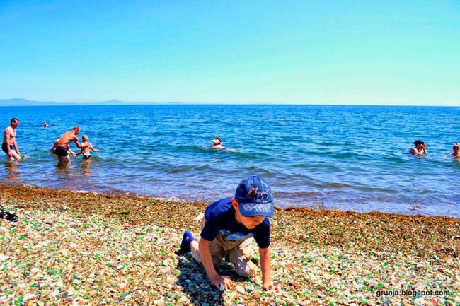 Hàng triệu mảnh thủy tinh bị vứt xuống biển, 10 năm sau điều không ai ngờ đến đã xảy ra Photo-6-1486459118832