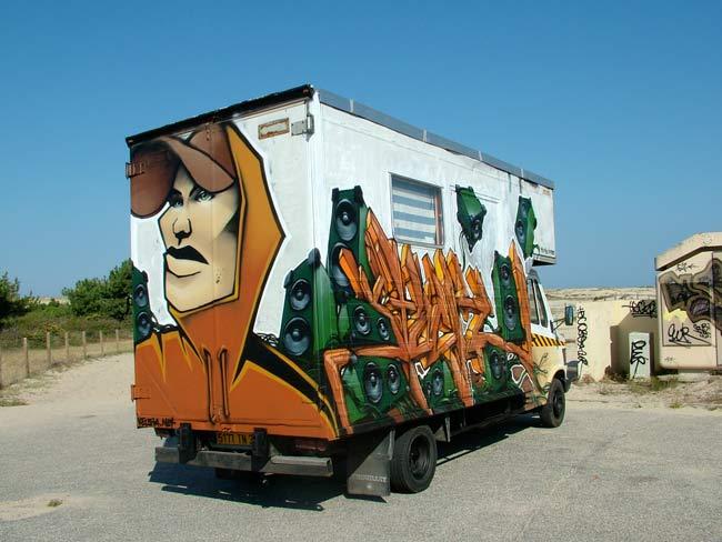 Truck Graffiti Street Art Camion_ar_droit