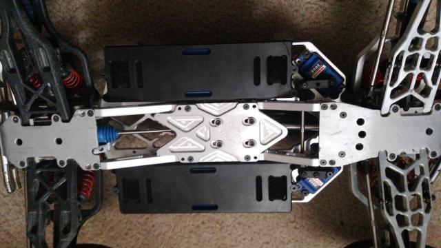 [NEW]Châssis VMaxx pour E-Maxx par RCMonster Vmaxx%20diff%20skid%20installed