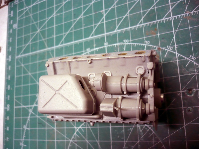 182 King Tiger 2 in 1 - TRUMPETER 00910 - 1/16ème - Page 5 Moteur-a1