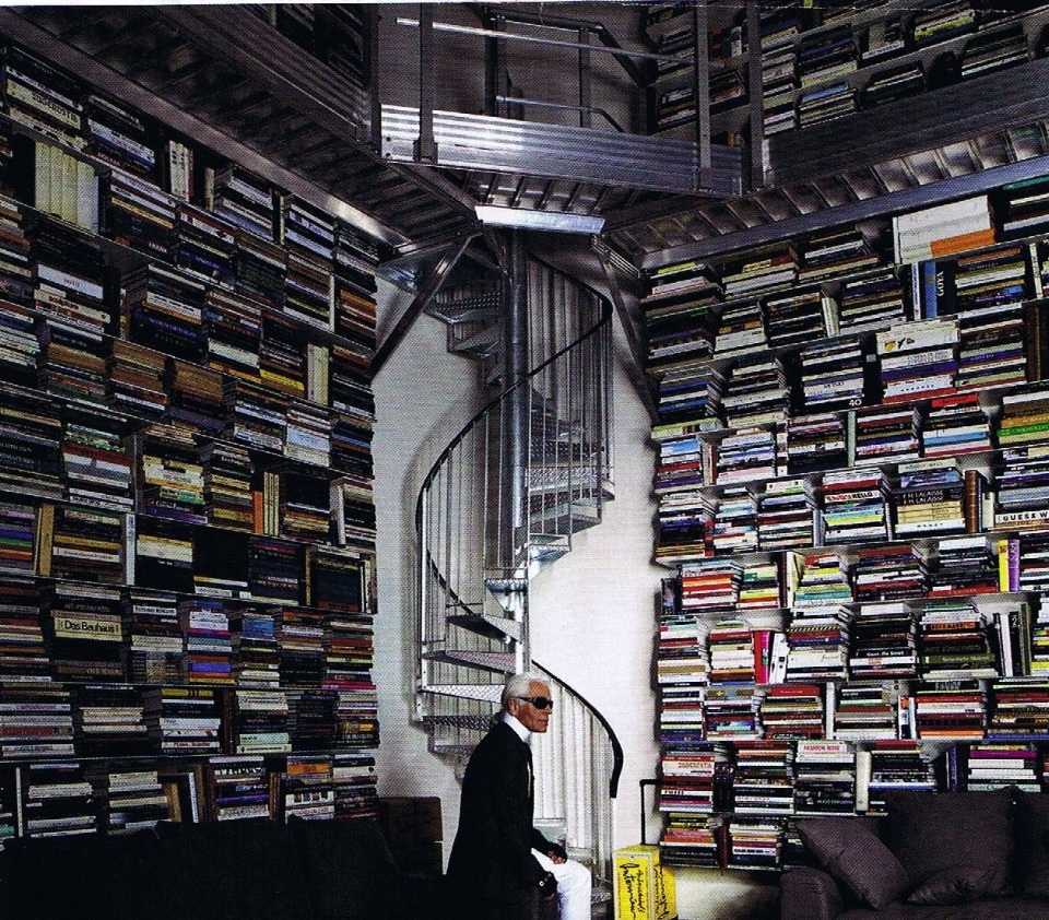 The University of Solar System Studies - Page 29 Lagerfeld-library
