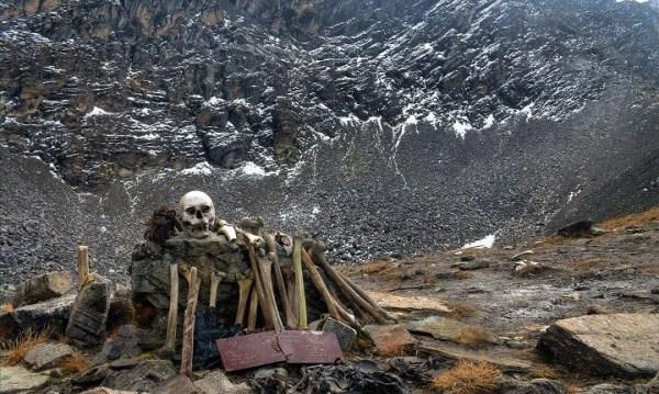 Roopkund, el lago de los esqueletos 2112