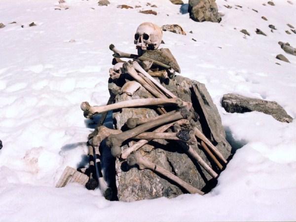 Roopkund, el lago de los esqueletos 245